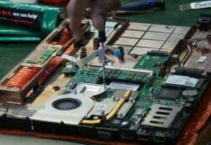 Nafanya kazi mbalimbali za IT Support kama kutengeneza computer na windows