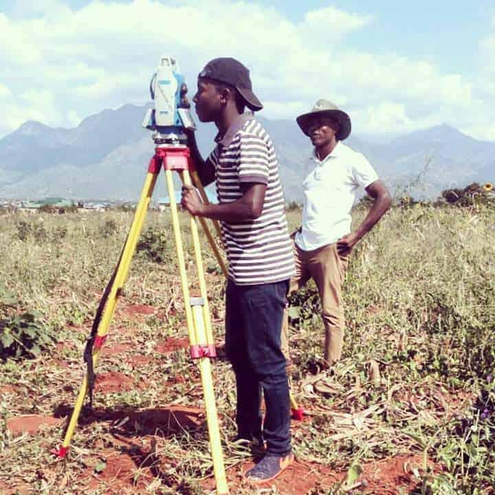 Natoa huduma zote za Land Surveys(Upimaji,Uandaaji Ramani,Ushauri kuhusu ardhi)